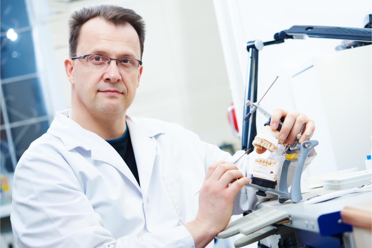 dentist prosthodontist