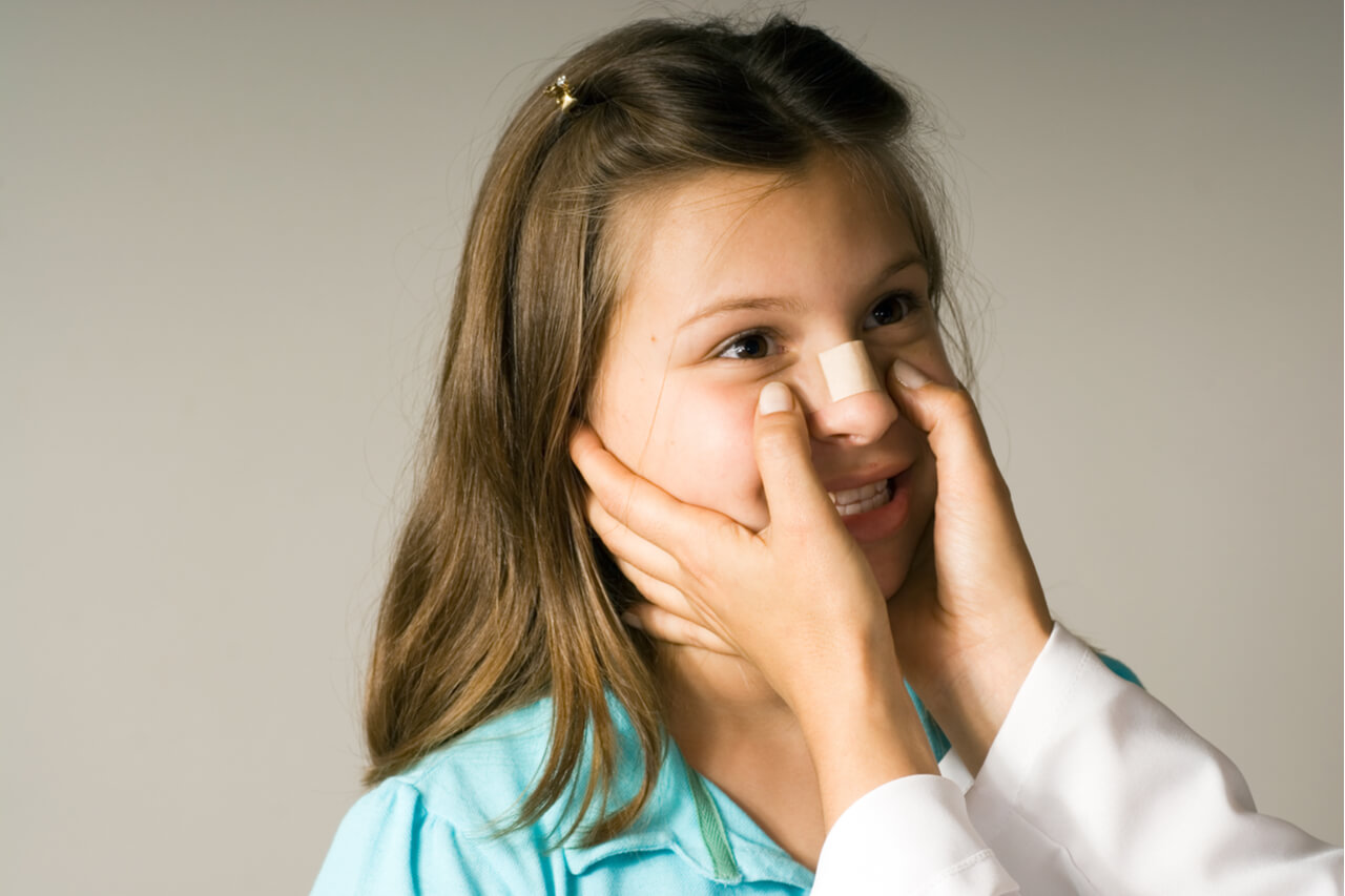signs of a broken nose in a child